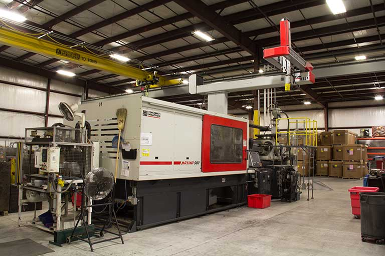 Plastic injection molding production machinery